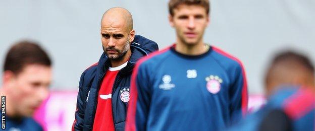 Pep Guardiola takes Bayern training