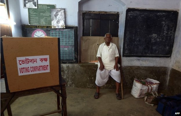 An Indian voter waits to cast his ballot as the Electronic Voting Machine (EVM) stopped working at a polling station in the village in West Bengal on 30 April 2014