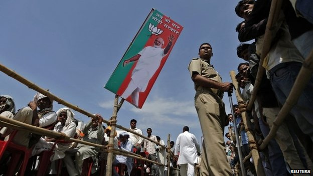 A policeman stands guard at a Narendra Modi rally in Amroha, in the northern Indian state of Uttar Pradesh March 29, 2014.