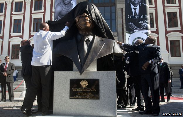 The bust of Nelson Mandela is unveiled