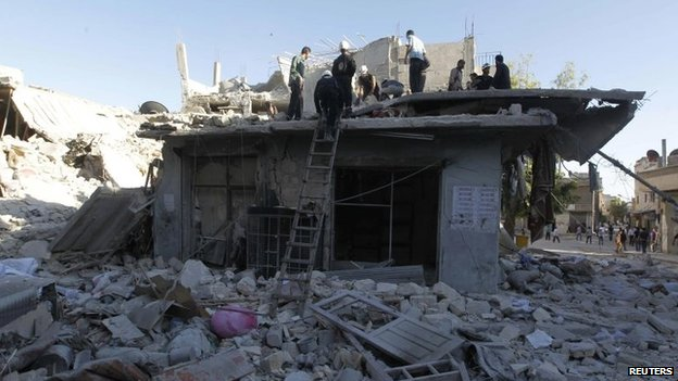 People look for survivors after a reported air strike in Halak, Aleppo (1 May 2014)