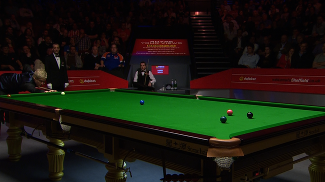 "Neil Robertson plays a ""beautiful"" double on the green against Mark Selby in the first session of the World Snooker semi-final."