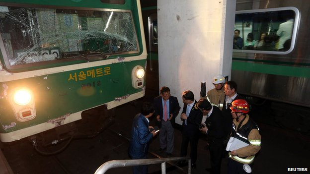Damaged subway train in Seoul on 2 May 2014