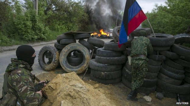 Pro-Russian militants guard a checkpoint near Sloviansk. Photo: 2 May 2014