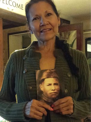Nuchi Nashoba holding a photo of her great grandfather Ben Carterby