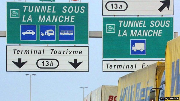 "Signs reading ""tunnel sous la manche"""