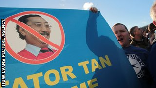 Fans protest against Vincent Tan