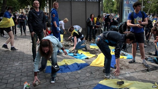 Pro-Ukrainian crowds pick up rubble from the street to throw at militant separatists in Odessa - 2 May 2014