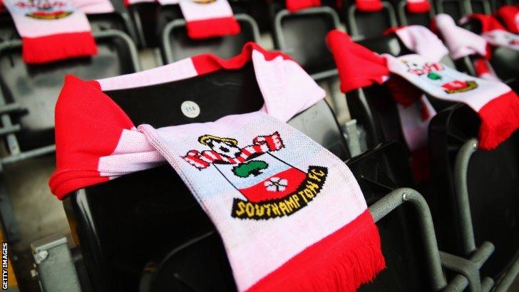 Swansea v Southampton (15:00 BST)