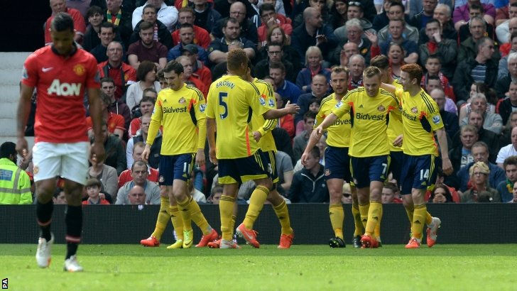 Sunderland celebrate scoring at Old Trafford