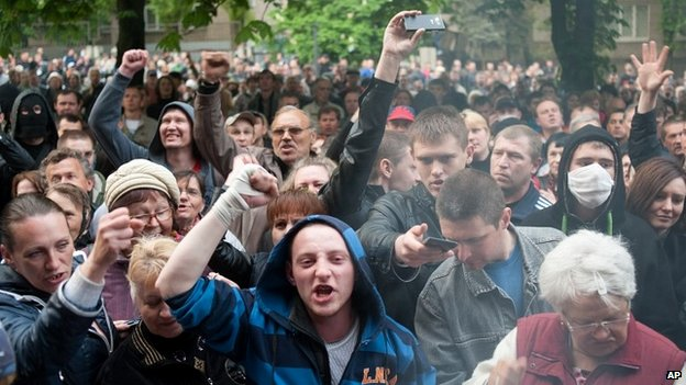 "Pro-Russian activists shout ""we will not forgive Odessa"" in Donetsk - 3 May 3"