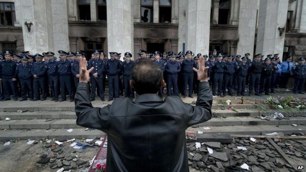 Man gestures at site of Odessa fire, 3 May