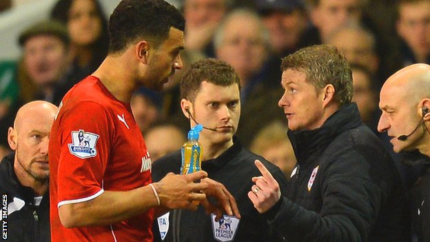 Steven Caulker talks to manager Ole Gunnar Solskjaer during a game