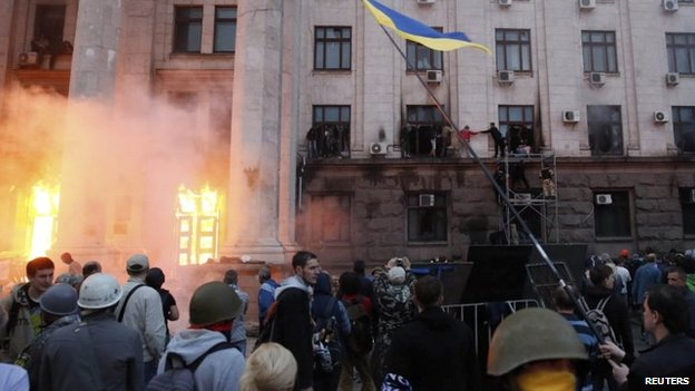 People wait to be rescued on upper storeys at the trade union building in Odessa, 2 May 2014