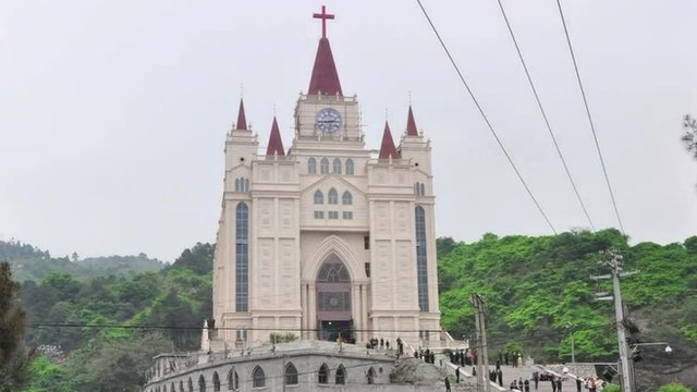 China's city of churches brought to heel