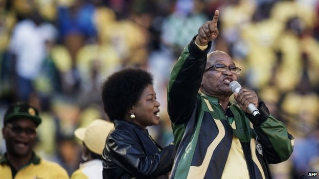 South African President  Jacob Zuma (R) sings at the end of his speech during the final ANC election campaign rally at Soccer City stadium in Johannesburg on 4 May 2014