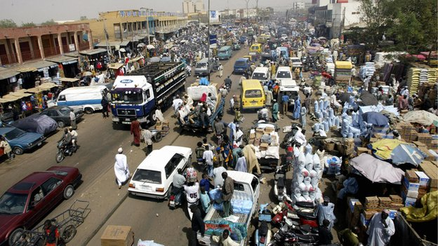 A street scene in  Kano, Nigeria (6 March 2004)