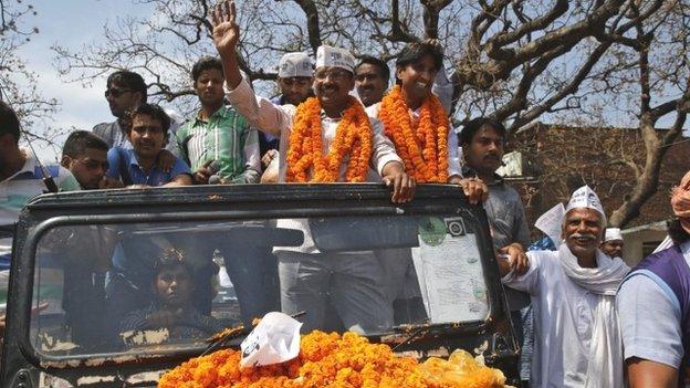 Aam Aadmi Party (AAP) chief Arvind Kejriwal campaigns in Amethi for Kumar Vishwas, garlanded right, on April 20, 2014