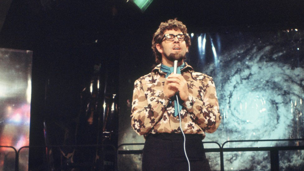 Rolf Harris performing Two Little Boys on Top of the Pops in 1969