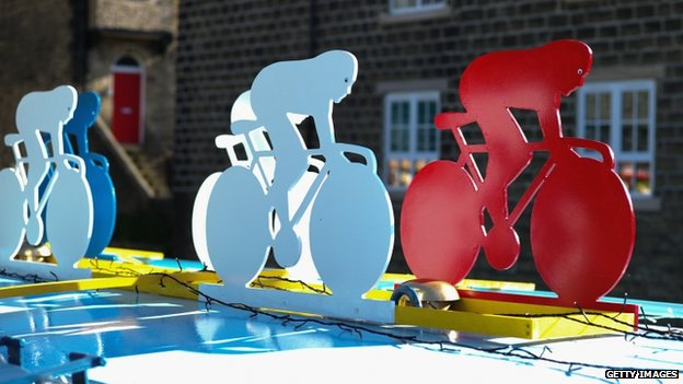 Cycle-themed decoration on canal boat