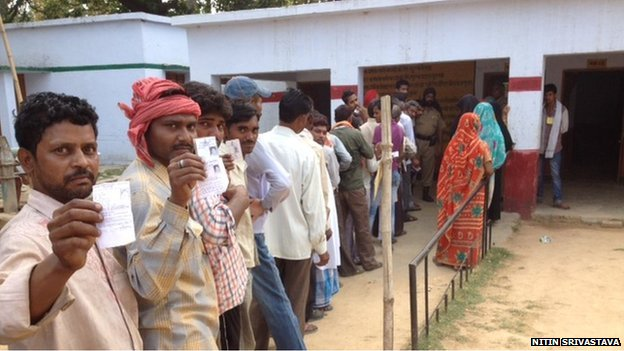 Voters queue up in Amethi on 7 May 2014
