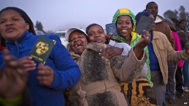 South Africans wait to vote in the politically-sensitive mining town of Bekkersdal