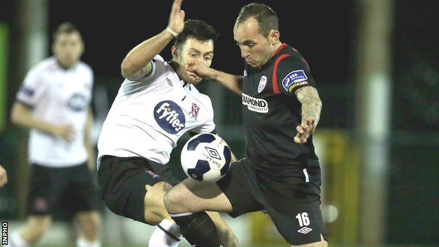 Dundalk's Richie Towell challenges Derry forward Mark Stewart