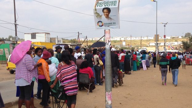 People queue to vote in Diepsloot