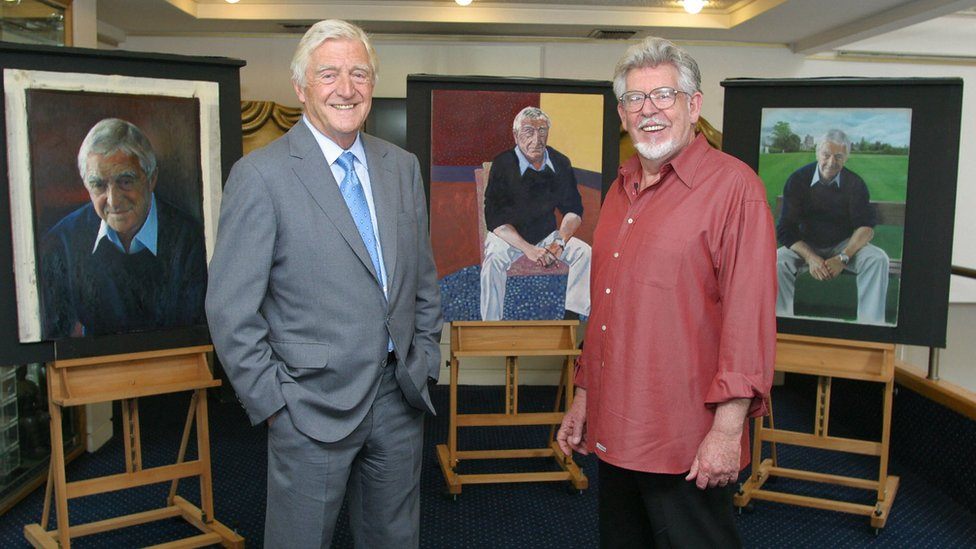 Michael Aspel (l) and Rolf Harris in 2004