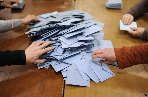 Volunteers count ballot at the closing of vote on the day of the second round of the French municipal elections on March 30, 2014 at a polling station in Nantes, western France