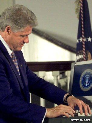Bill Clinton e-signing