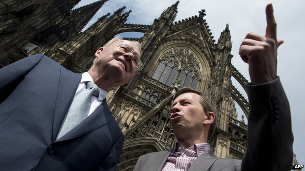 AfD founder and main candidate Bernd Lucke (right) and fellow candidate Hans-Olaf Henkel (left)