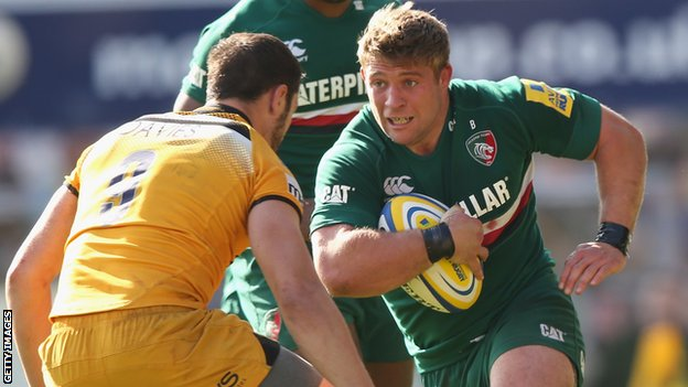 Tom Youngs on the charge for Leicester against Wasps