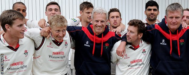 Peter Moores and the Lancashire squad