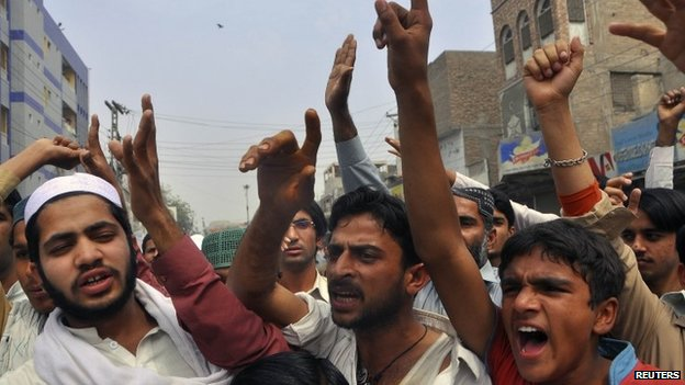 Protesters react to a rumour that a member of the Hindu community had desecrated the Koran, in the southern Pakistani province of Sindh (March 2014)