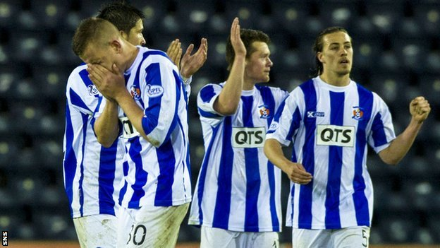 Kilmarnock players celebrate their victory over St Mirren