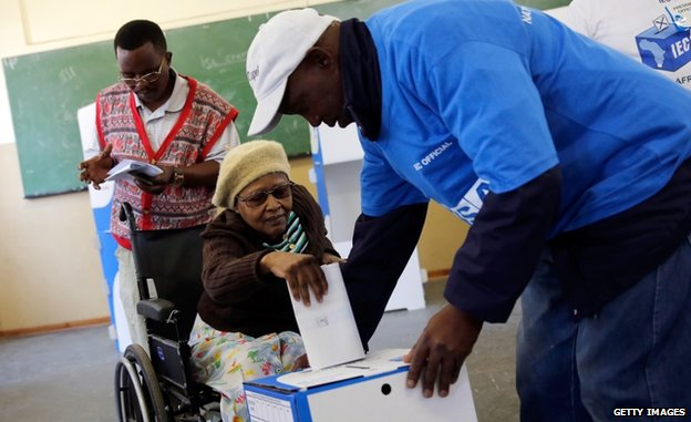 A woman votes in Soweto