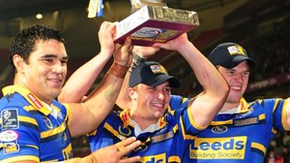 Leeds Rhinos lif the Super League Grand Final