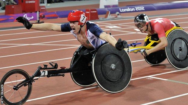David Weir beats Marcel Hug at the London Paralympics