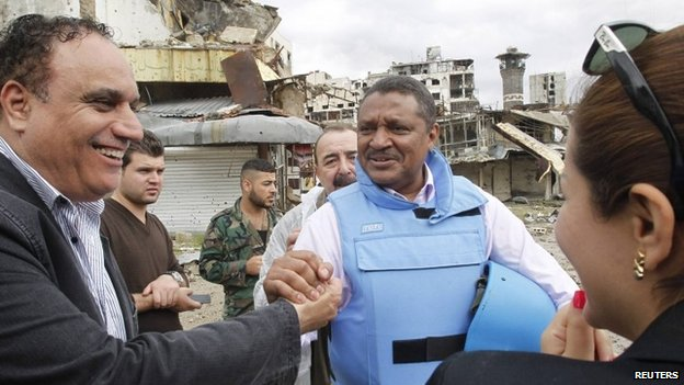 Homs governor Talal al-Barazi (left) shakes hands with the UN resident co-ordinator in Syria, Yacoub El Hillo, in central Homs (8 May 2014)