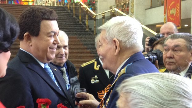 Iosif Kobzon (left) meets veteran Vladimir Petrovich