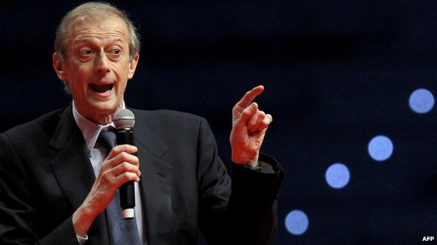Piero Fassino gives a speech during a campaign meeting of the Democratic Party in Turin (12 April 2014)