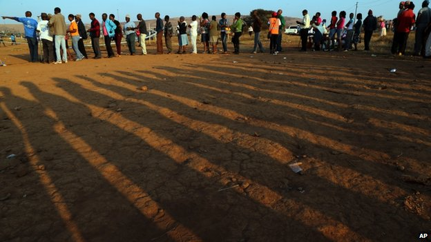 South Africans queue to vote at a polling station in Saulsville, west of Pretoria, South Africa, 7 May 2014