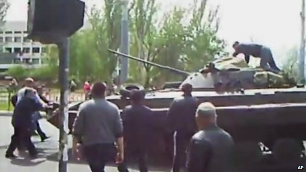 Television footage of an armoured vehicle in Mariupol, 9 May