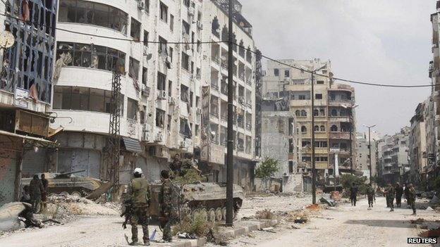Government forces are seen in al-Hamdeya neighbourhood in Homs on 9 May 2014
