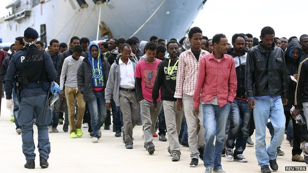 Migrants arrive in Sicily, 26 Apr 14