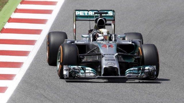 Lewis Hamilton beats Rosberg to pole