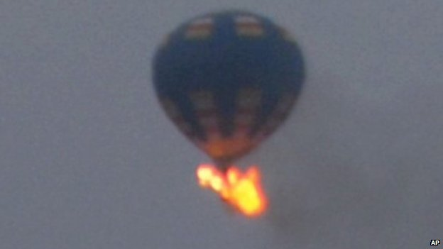 Hot-air balloon on fire in Virginia, US, 9 May 2014
