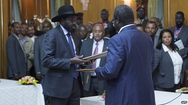 President Salva Kiir (left) and rebel leader Riek Machar after signing the deal