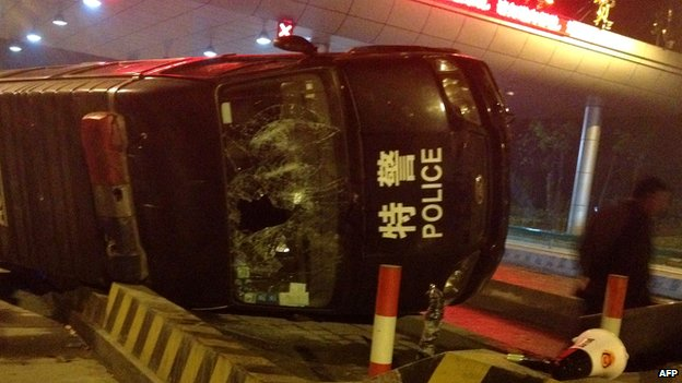 Damaged police car in Yuhang